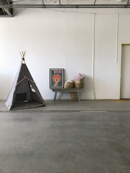 Teepee tent Grey with pink pompom
